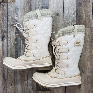 Sorel tofino holiday print fawn quilted boots
